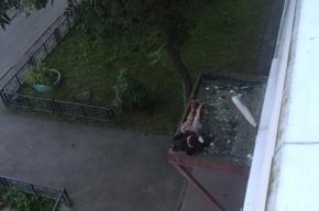 Мужчина на Композиторов хотел попасть к жене через окно, но не смог