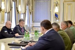 Порошенко поручил усилить боеготовность силовиков на границе с Крымом
