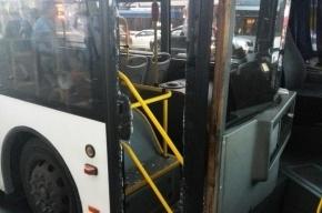 Девушка, опаздывая на «Сапсан», разбила двери автобуса в Петербурге