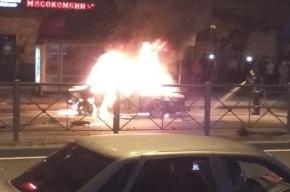 Honda взорвалась после ДТП на проспекте Стачек