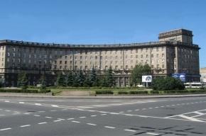Администрация Кировского района выясняет, откуда вода затекает в подвал дома на Комсомольской площади