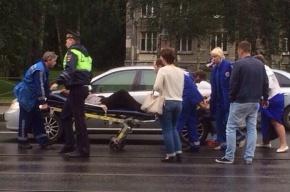 Женщину сбили на трамвайной остановке на Энгельса