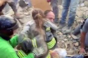Пожарные спасли в Италии находившуюся под завалами 17 часов девочку