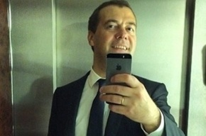 Путина просят понизить зарплату Медведеву до 15 тысяч рублей