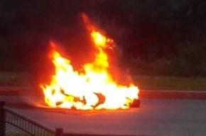 Мотоцикл загорелся после ДТП на улице Есенина