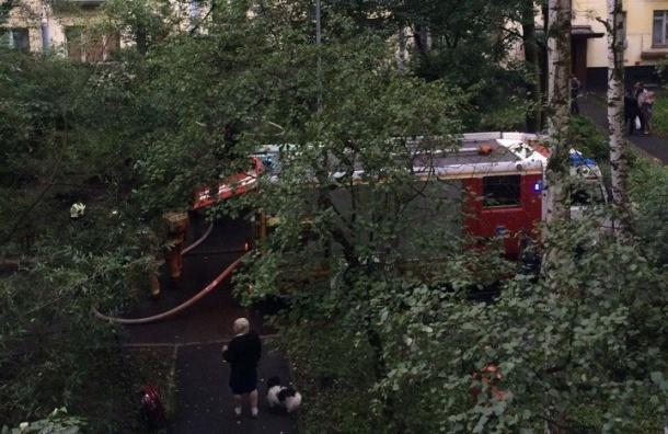 Пожарным пришлось вскрывать дверь в горящую квартиру на улице Костюшко