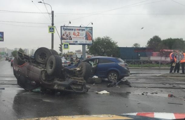 ДТП с трамваем и «перевертышем» произошло на улице Руставели