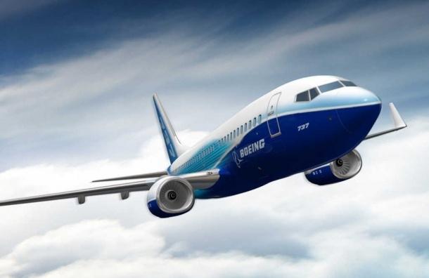 Boeing-737 c отказавшим двигателем аварийно сел в Пулково