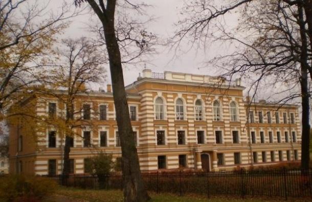 Директора гимназии императора Александра Второго уволили за подделку оценок