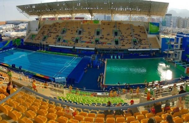 Бассейн на ОИ-2016 в Рио внезапно позеленел