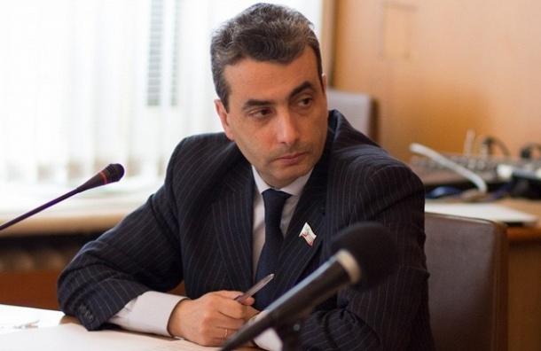 Лев Шлосберг возвращается в Псковское областное собрание