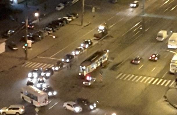 Ребенок попал под трамвай на проспекте Просвещения