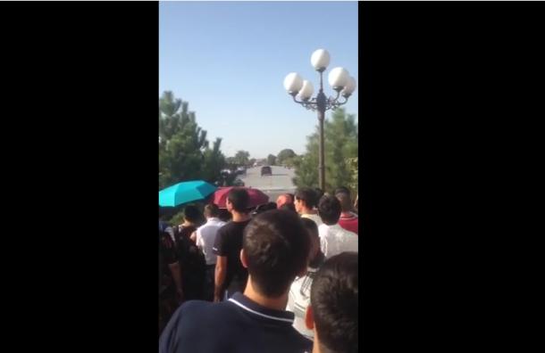 СМИ опубликовали видео прибытия кортежа с телом Каримова в Самарканд