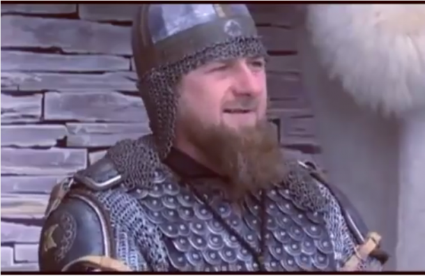 Кадыров пришел в средневековых доспехах в честь праздника Дня чеченской женщины