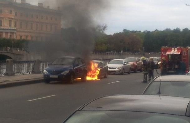 Крыса «подожгла» Volkswagen Polo на набережной Фонтанки