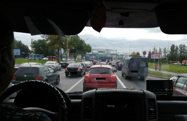 ДТП на Пулковском шоссе затруднило движение в аэропорт