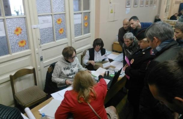 Член ГИК прибыл на участок, где остановили голосование из-за махинаций