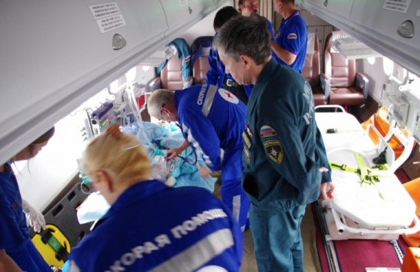 Смертельно нездорового ребенка изПензы спецбортом доставили вСанкт-Петербург