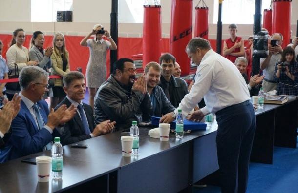 Стивен Сигал с губернатором Сахалина посадили канадский клен