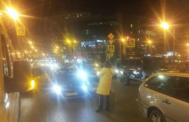 Пешехода сбила напереходе престижная иностранная машина