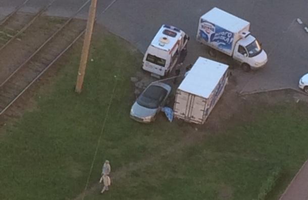 Мужчина умер на Выборгском шоссе у своего автомобиля