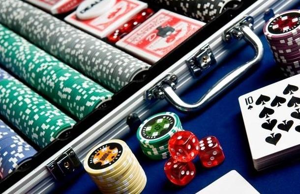 Незаконный покер клуб закрыли полицейские на Васильевском острове