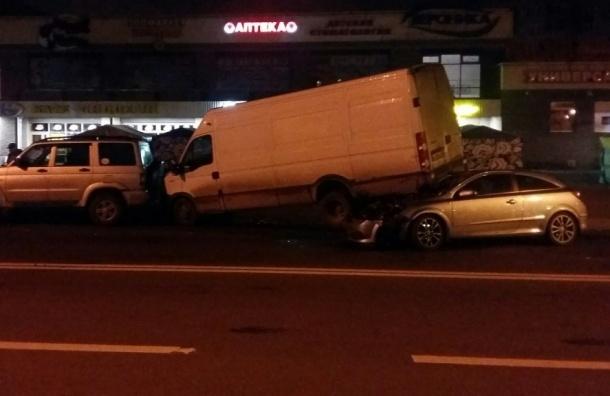«Опель» поднял «нарога» микроавтобус вночном ДТП вКупчино— свидетели