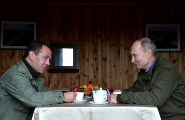 Рыбаки угостили Путина и Медведева ухой