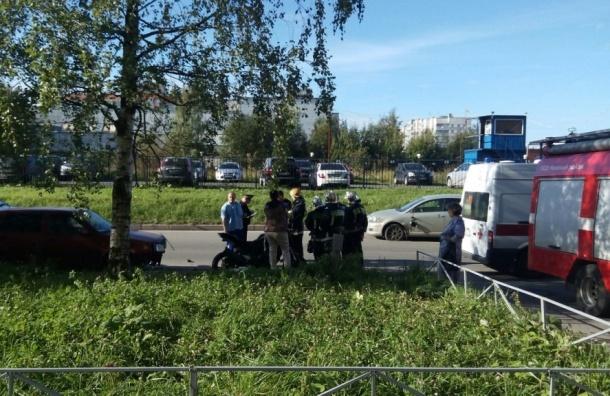 Мотоциклист после столкновения с иномаркой сбил девочку