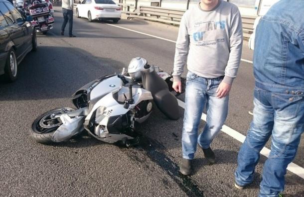 Мотоциклист разбился в серьезной аварии на КАД