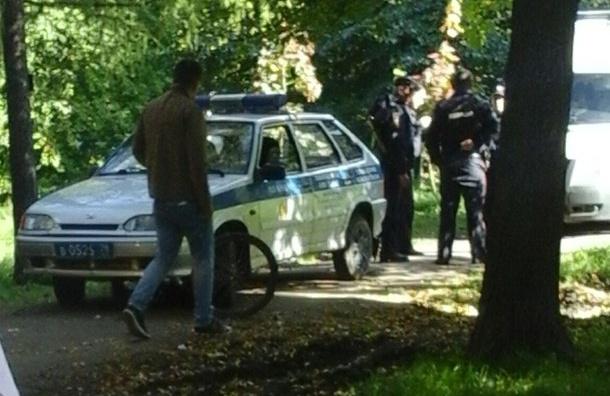 Очевидцы: Полицейская машина сбила велосипедиста на Летчика Пилютова
