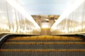 Пассажир упал на эскалаторе станции метро «Технологический институт»