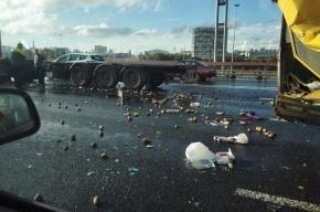 Картошкой завалило КАД после аварии с грузовиком