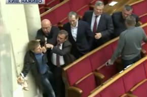 Украинские депутаты подрались из-за сухарей