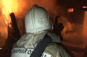 Mercedes сгорел на Учительской улице