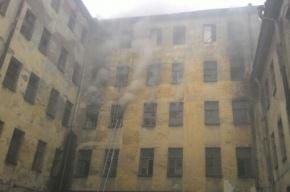 Нежилой дом горел на улице Тюшина