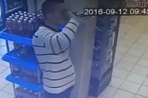 Житель Владивостока залпом выпил бутылку водки в магазине, чтобы не платить за нее
