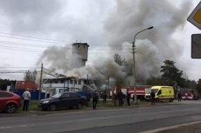 Двухэтажный офис полыхал на улице Конная Лахта
