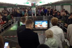 Станцию «Невский проспект» закрыли на вход и выход