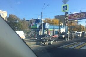 Светофор на Ленинском проспекте не выдержал порывов ветра