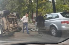 Паркетник перевернулся на Каменноостровском проспекте