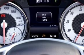 Бронированный Mercedes S600 без топлива угнали в Петербурге