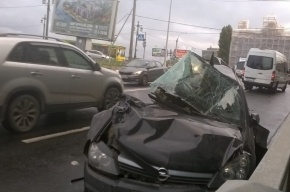 «КамАЗ» смял Opel на набережной Адмирала Лазарева