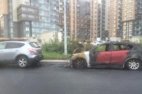 Припаркованная Mazda вспыхнула на улице Адмирала Черокова