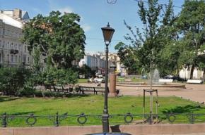Фонтан в Ново-Манежном сквере залили пеной