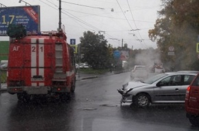 Пожарная машина попала в ДТП на Карбышева