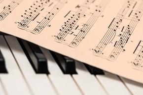 Пианист в Петербурге проводит 24-часовой благотворительный концерт