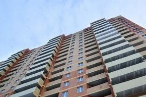 Женщина выпала из окна многоэтажки на улице Ярослава Гашека