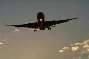 Самолет Красноярск-Норильск вернулся в аэропорт из-за трещины в стекле