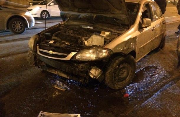 Пьяный автомобилист врезался в столб на проспекте Обуховской Обороны